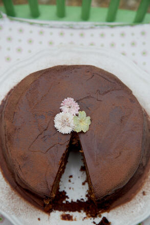 Gluten free chocolate cake with fresh flowers