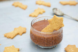 Cinnamon shortbread stars and mousse