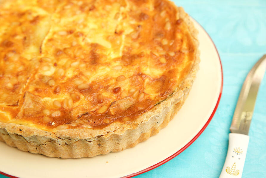 Early summer quiche without slice cut