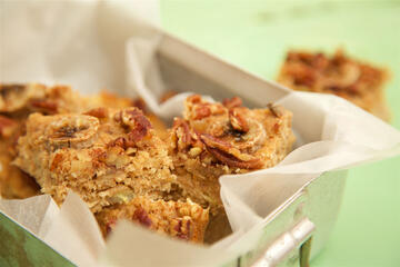 Free from Banana and pecan oat bar traybake