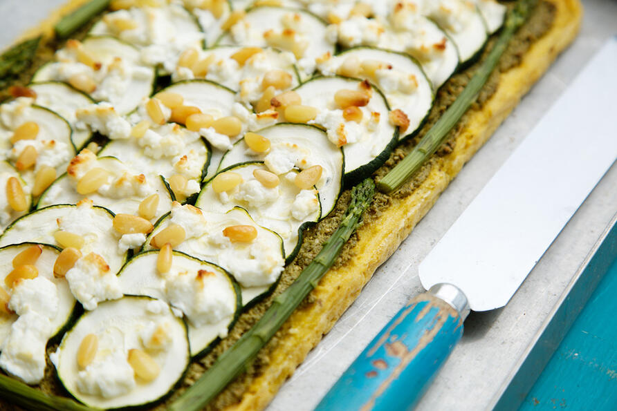 Pesto and green veg tart