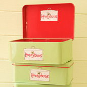 Honeybuns green and red metal gift tin