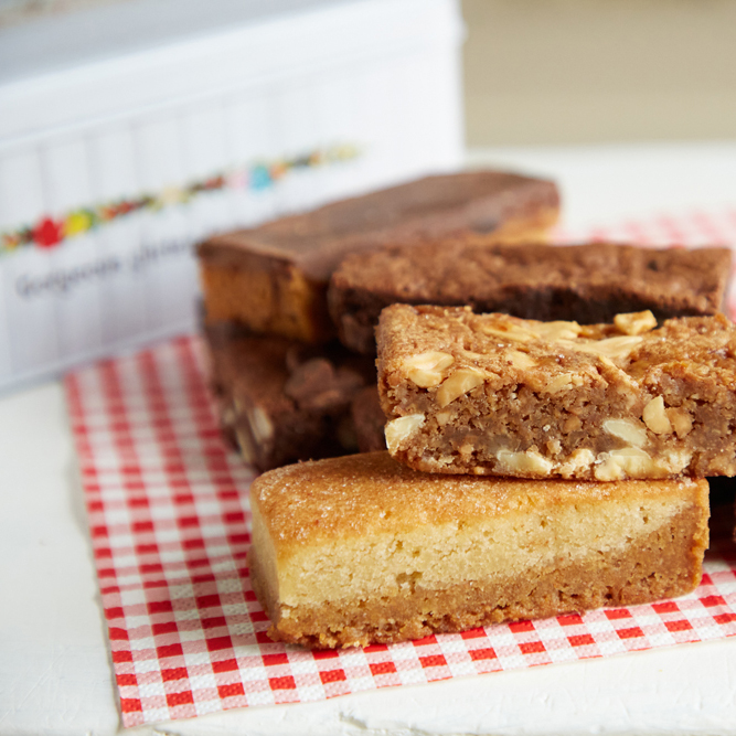 Oat free cakes gift tin selection